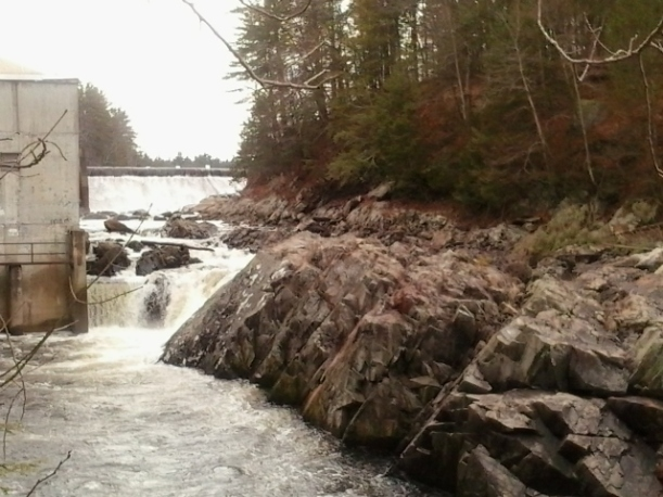 Nashua River at Mine Falls Dam. Spring runoff can cover those rocks.